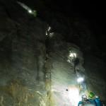Le ripide corde fisse alla partenza della cresta dell'Hornli. Matterhorn.