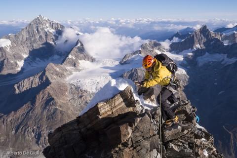 Ben sulla cresta aerea della Spalla. Matterhorn.