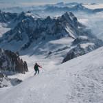 Prime curve sotto la cima del Monte Bianco.