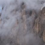 Nebbie sul Sassolungo.