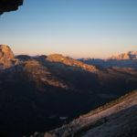 I colori dell'alba dall'attacco della parete sud della Tofana di Rozes.