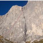 La parete est del Catinaccio con il tracciato della Dimai.