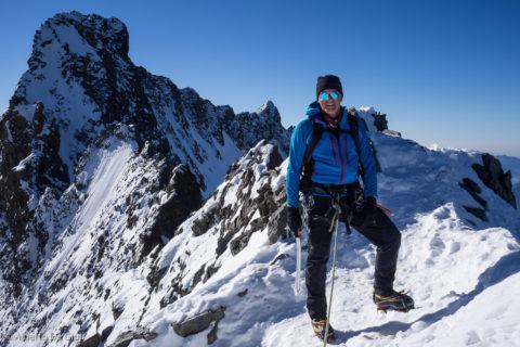 In cima al Pizzo Bianco, dietro la cima del Piz Bernina.