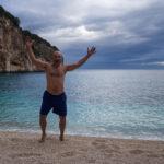 Mark pronto per il bagno a Cala Biriala, quarto giorno di Selvaggio Blu.
