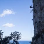 La lunga calata con la corda sopra il bosco di Plumare. Selvaggio Blu, quinto giorno.