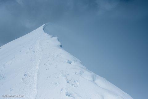 L'esposta cresta di neve del Breithorn Occidentale, 4163 metri. Spaghetti Tour, Monte Rosa.